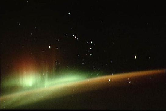 http://images.astronet.ru/pubd/2005/07/22/0001207344/aurora_orion_sts59.jpg