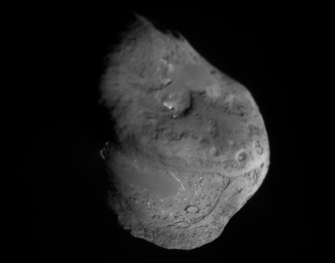 The Nucleus of Comet Tempel 1