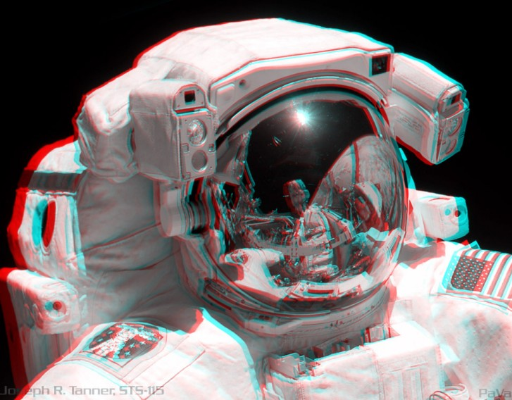 STS 115: Stereo Portrait