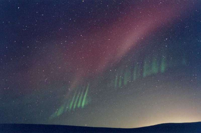 APOD: 2008 January 1- Rays from an Unexpected Aurora