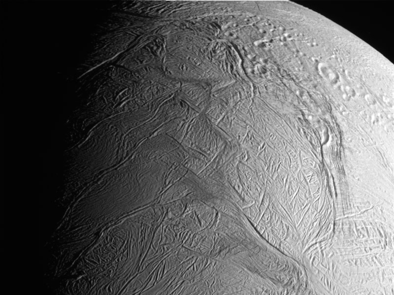Cassini Passes Through Ice Plumes of Enceladus