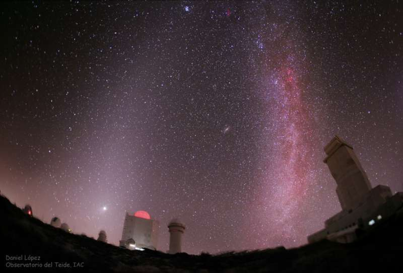 Zodiacal Light Vs  Milky Way