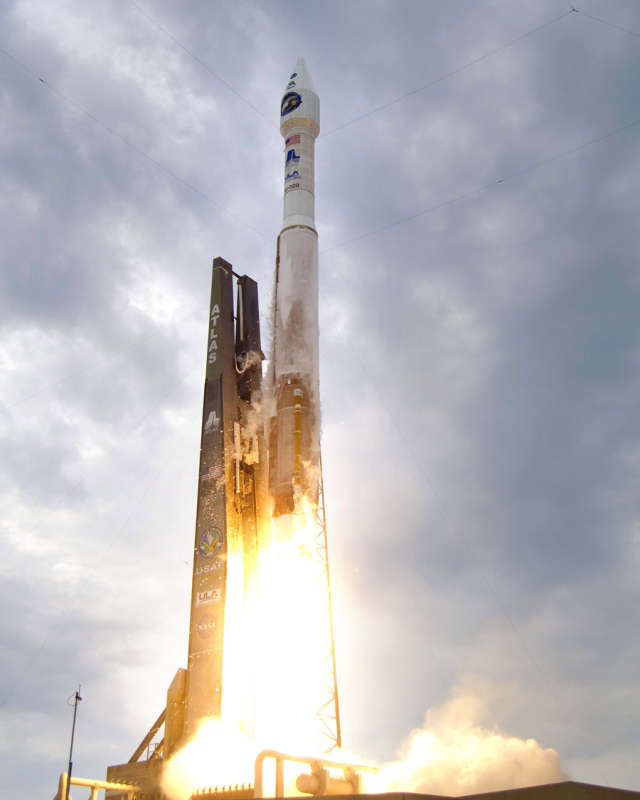 Atlas 5 Rocket Launches to the Moon