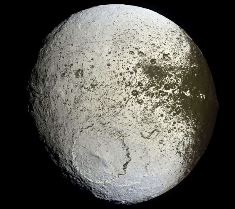 Saturns Iapetus: Painted Moon