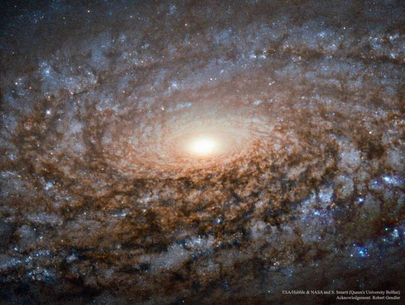 In the Center of Spiral Galaxy NGC 3521