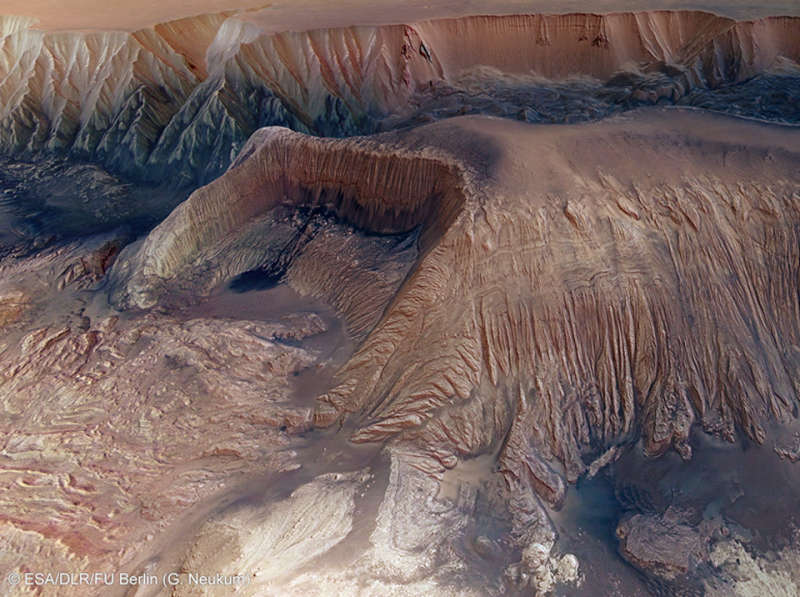 Collapse in Hebes Chasma on Mars