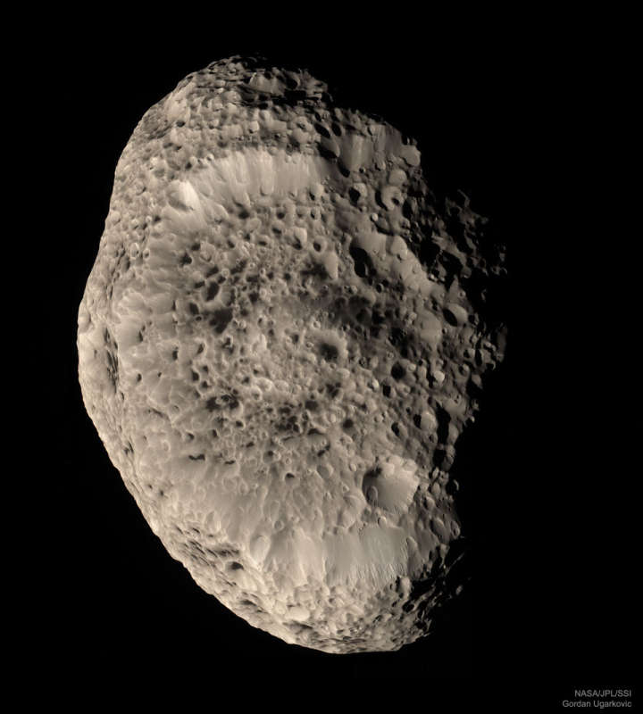 Saturns Hyperion in Natural Color