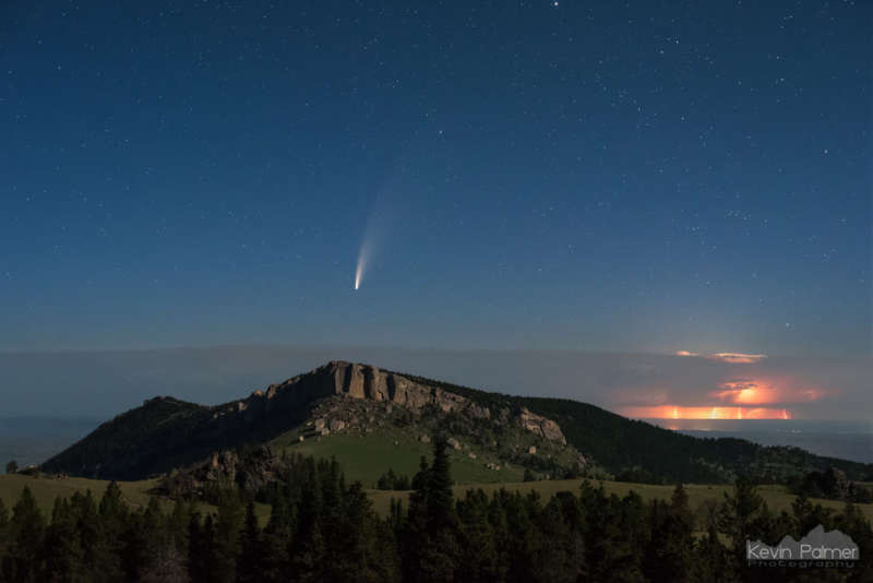 APOD: 2020 July 27 Б Comet and Lightning Beyond Bighorn Mountains